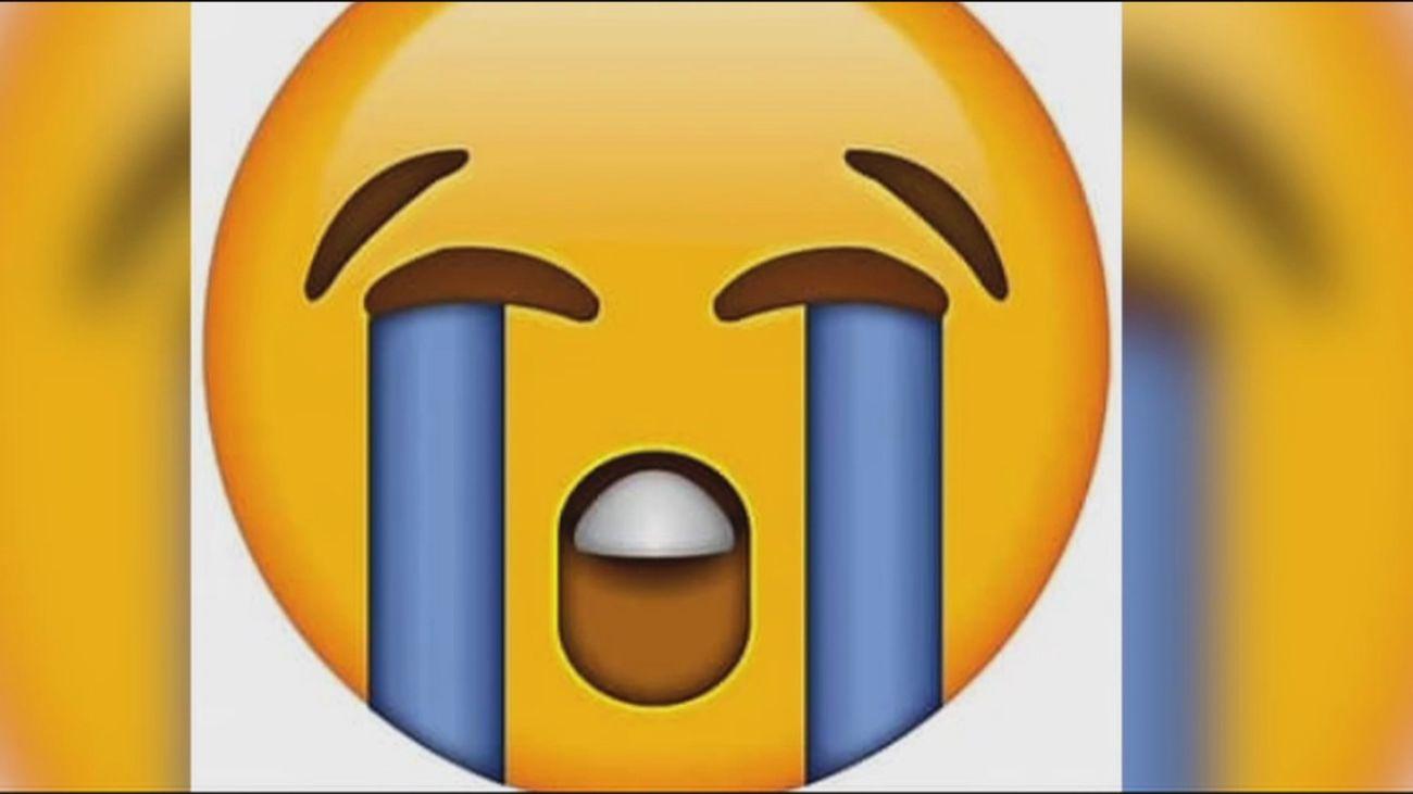 La carita triste, la del llanto, el enfado y la mascarilla... los emojis más utilizados de 2020