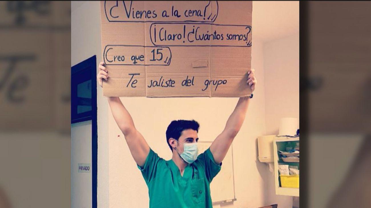 Un médico de Madrid triunfa en redes con sus mensajes para concienciar contra la covid en Navidad