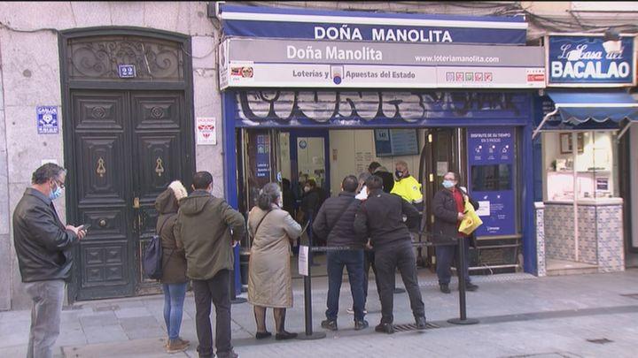 Colas desde las cinco y media de la mañana en Doña Manolita