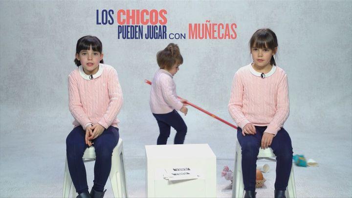 """""""Los chicos pueden jugar con muñecas y con cosas de color morado  rosa"""""""