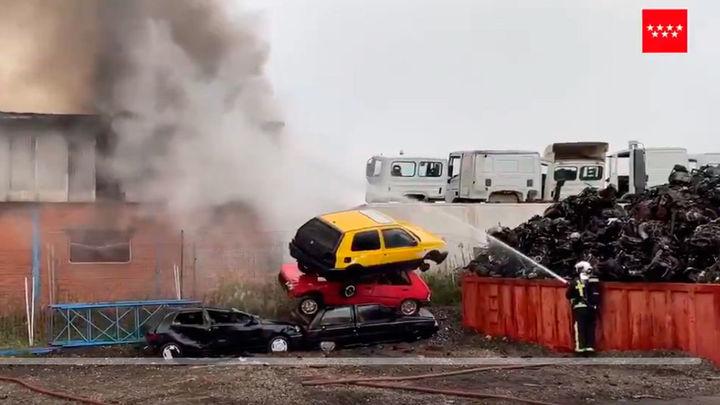 Arde una nave de motores en San Martín de la Vega