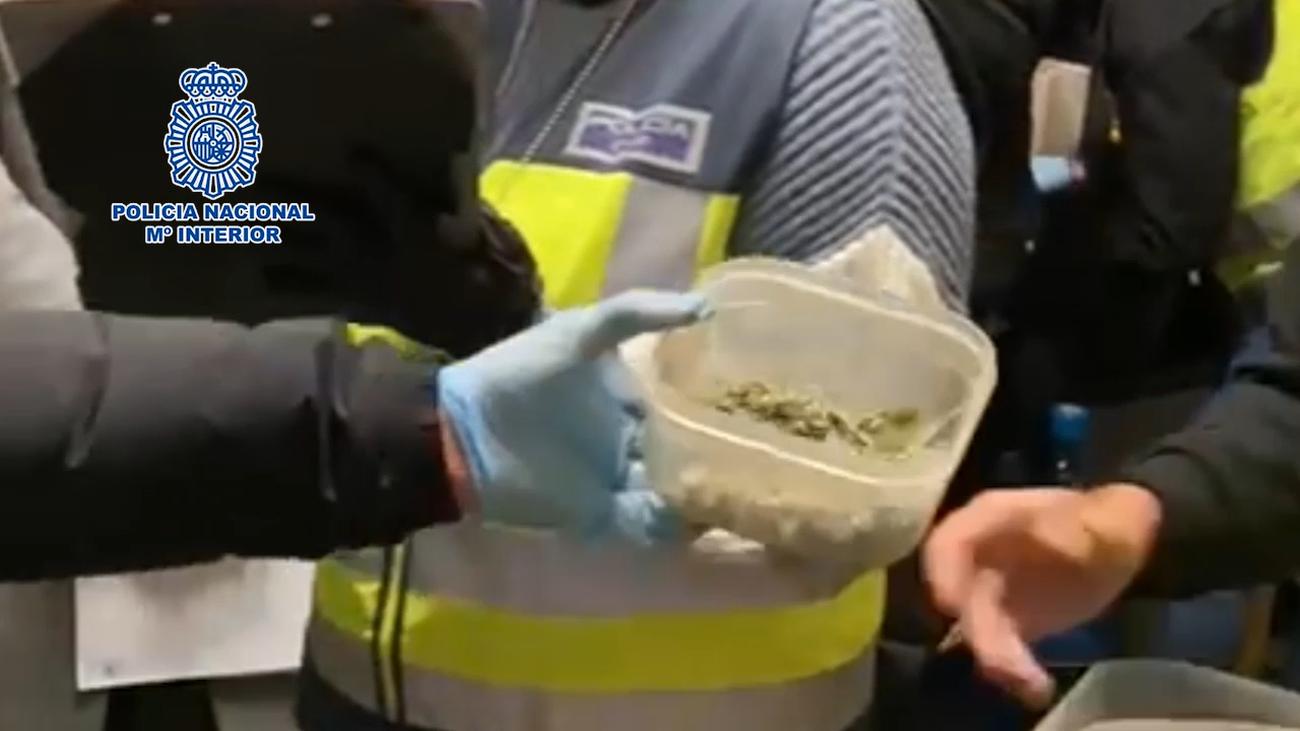 Desmantelados en Ciudad Lineal dos puntos de venta de droga