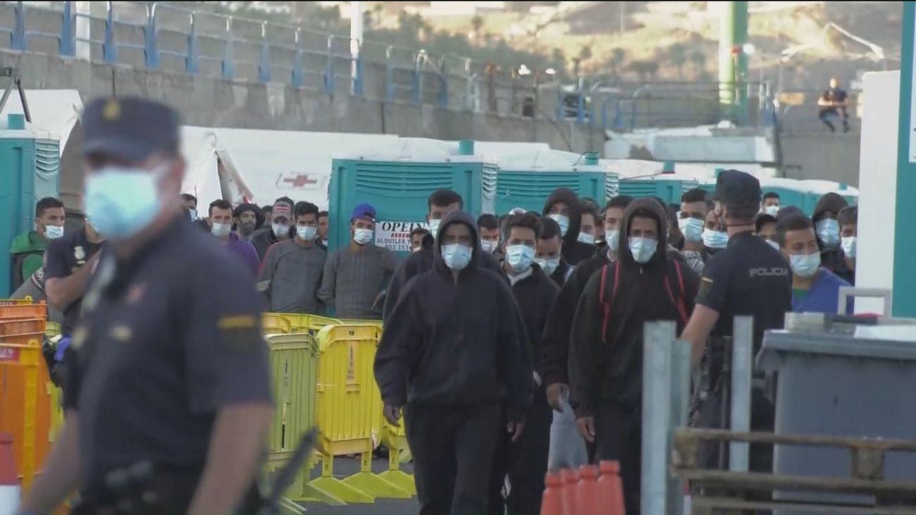 Enrique López pide a Franco información sobre los inmigrantes trasladados de Canarias a Madrid