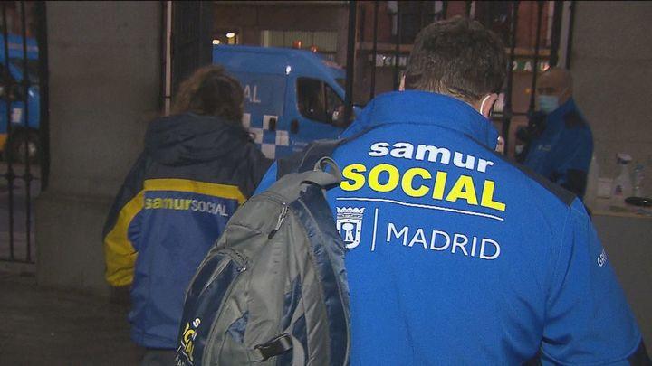 Así trabaja el Samur Social para atender a las más de 2.700 personas sin hogar de la capital