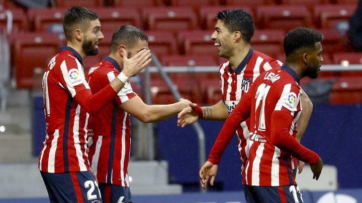 3-1. El Atlético afianza el liderato, con doblete de Suárez ante el Elche