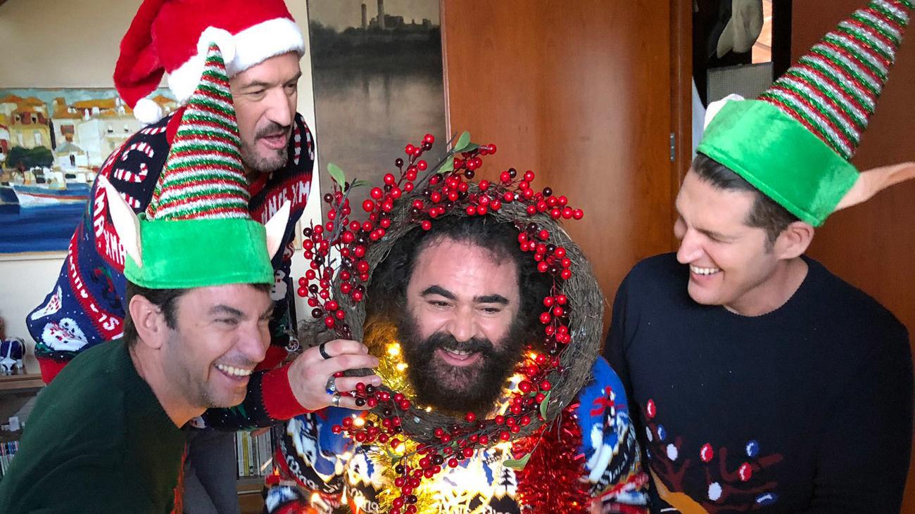 Manu Tenorio, Arturo Valls, El Sevilla y Alex O'Doherty cantan el villancico 'Alegría, alegría'