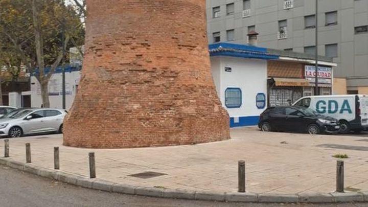 Preocupación vecinal por el estado en que se encuentra la chimenea 'La Piqueta' del barrio de San Fermín