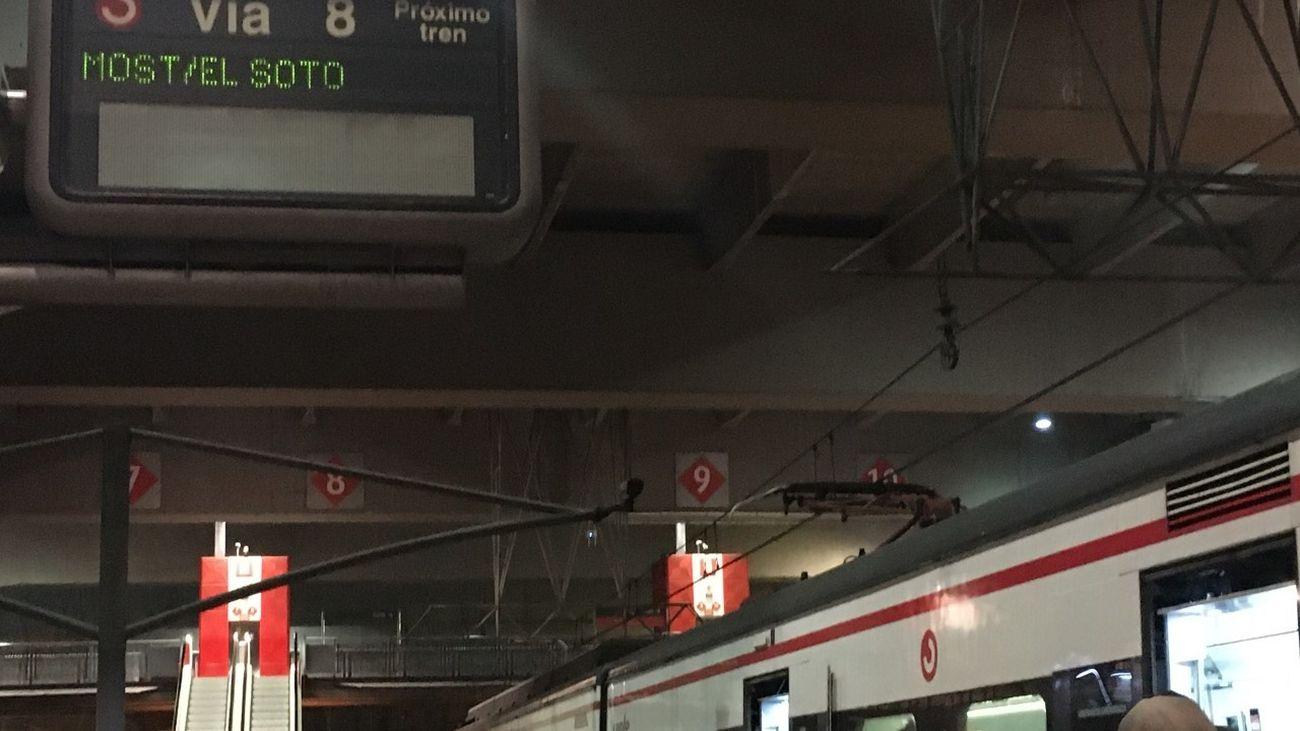 Viajeros de la línea C-5 de Cercanías