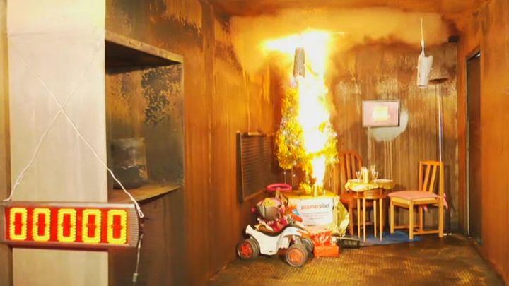 Estos son los errores más comunes con las luces de Navidad que pueden provocar un incendio en casa