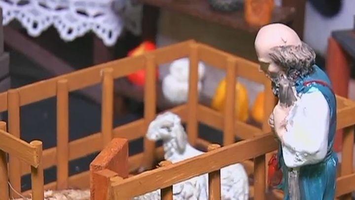 Un matrimonio de artesanos reinventa su taller de belenes
