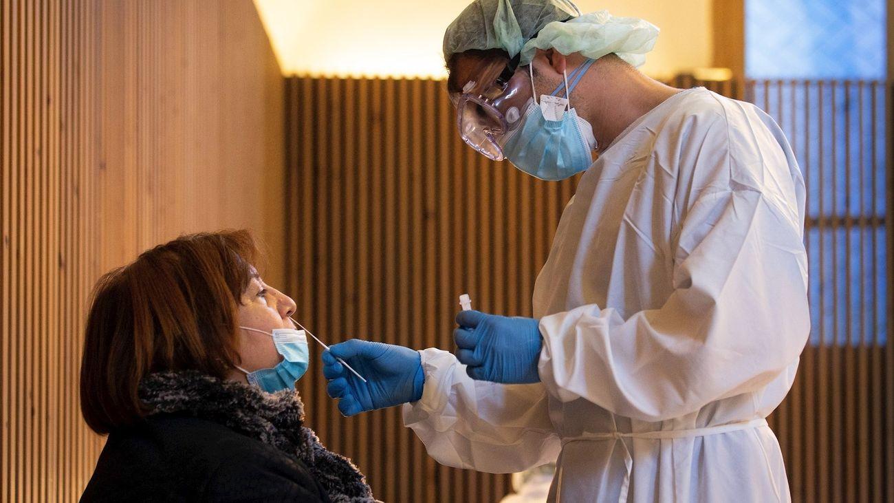 Personal sanitario realizan test antígenos