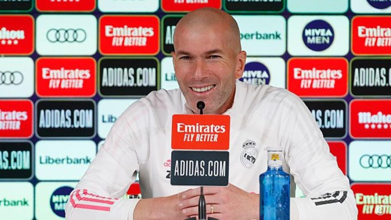 """Zidane afirma que """"molesta"""" que se cuestionen los arbitrajes al Real Madrid"""