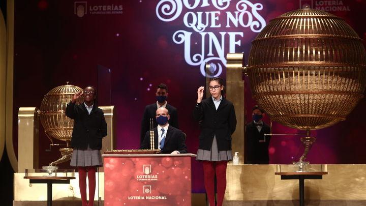 Juan Antonio ha vendido 150 décimos del segundo quinto premio en su administración madrileña