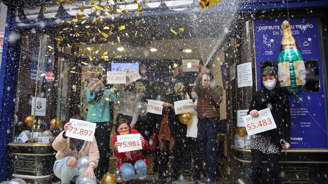 Fiesta el Doña Manolita tras dar el Gordo de la Lotería de Navidad 2020
