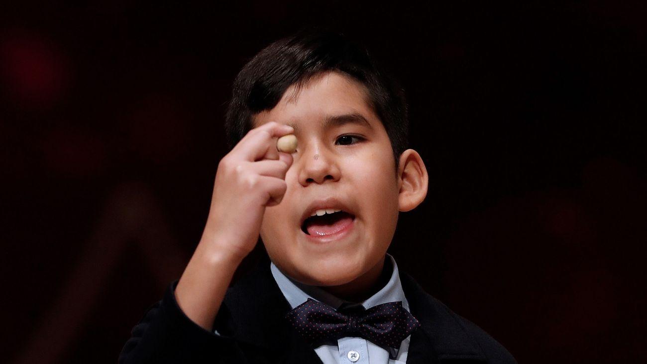 Samuel Dávalos Durán canta el 19.371, agraciado con un quinto premio