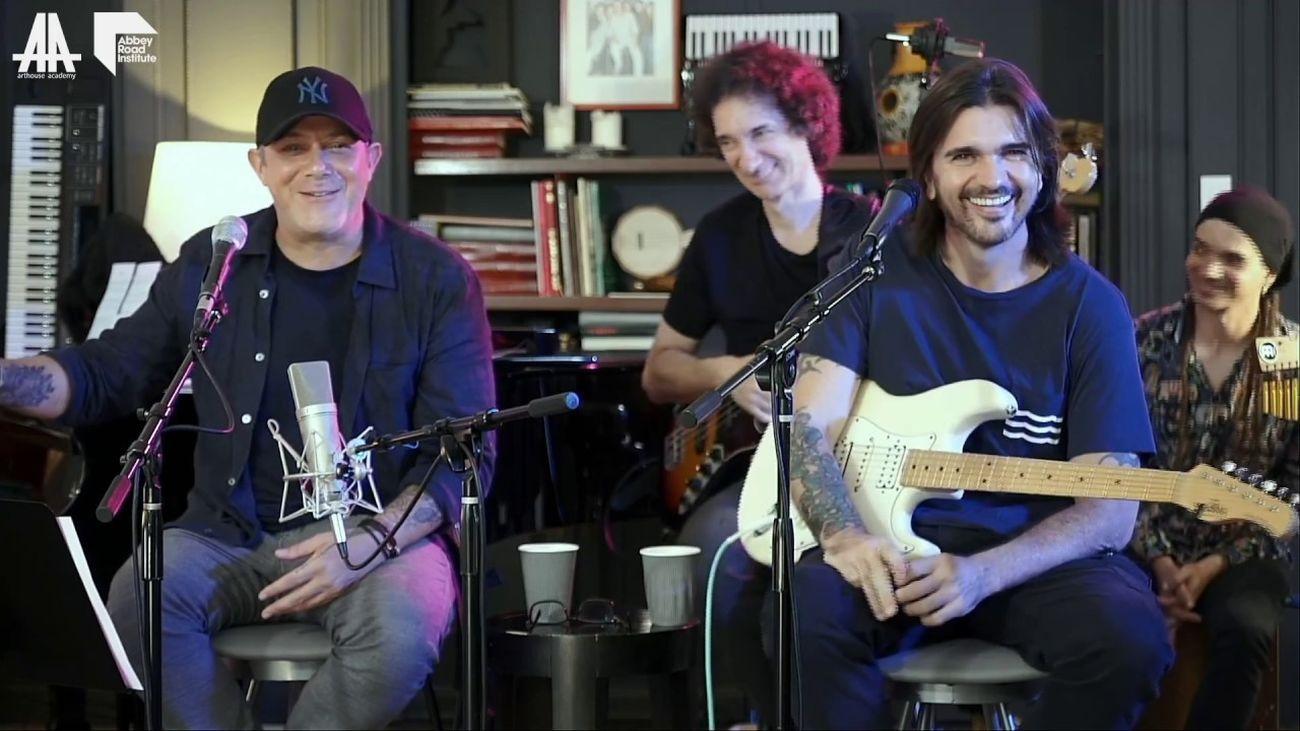 Alejandro Sanz y Juanes durante un concierto online en pleno confinamiento domiciliario