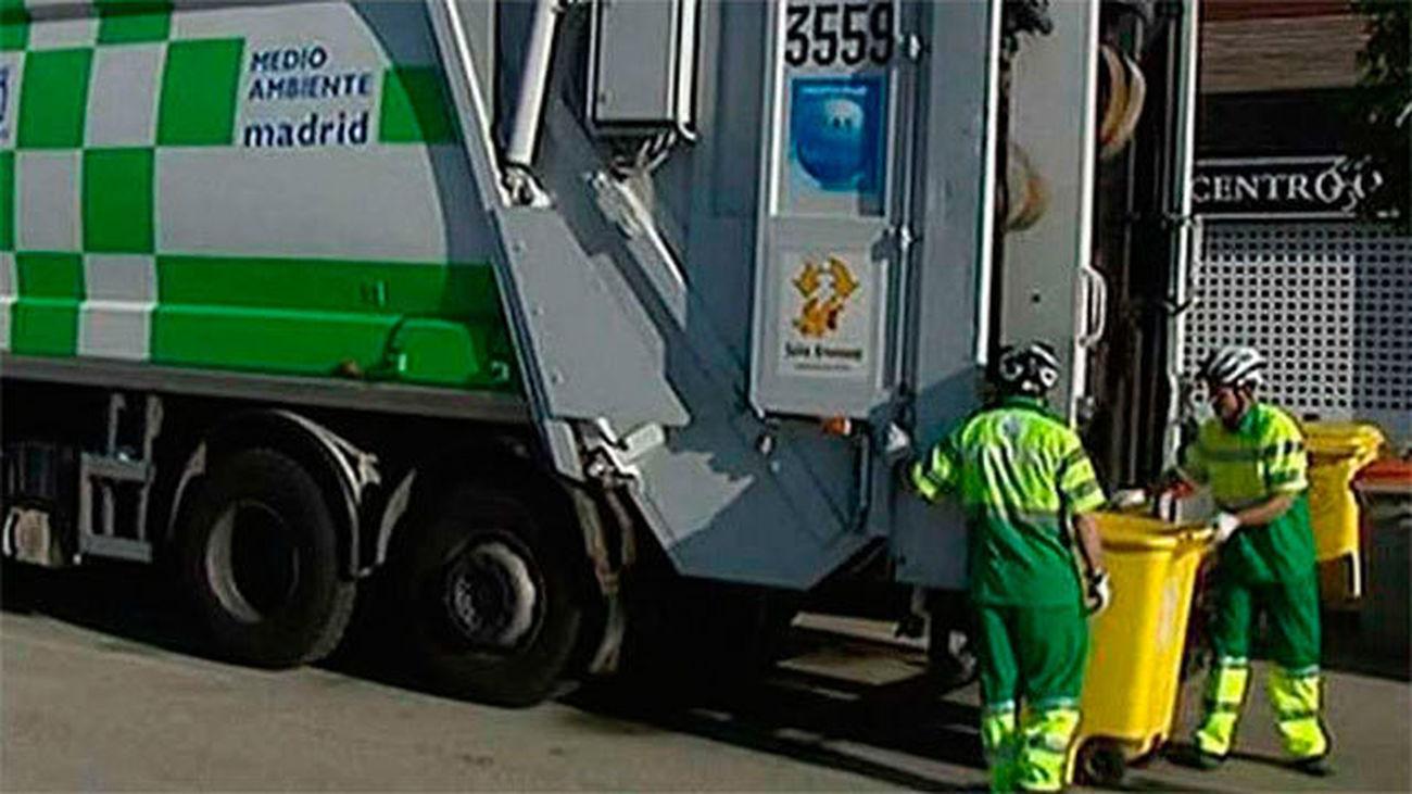 Camión de recogida de basuras en Madrid