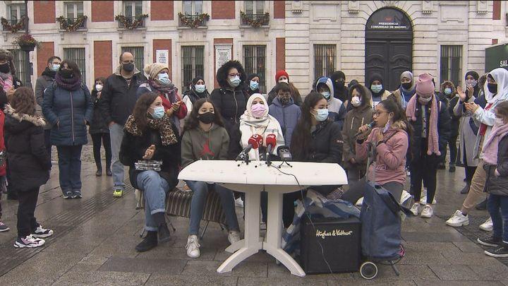Protestas en Sol por una Nochebuena sin luz en la Cañada Real