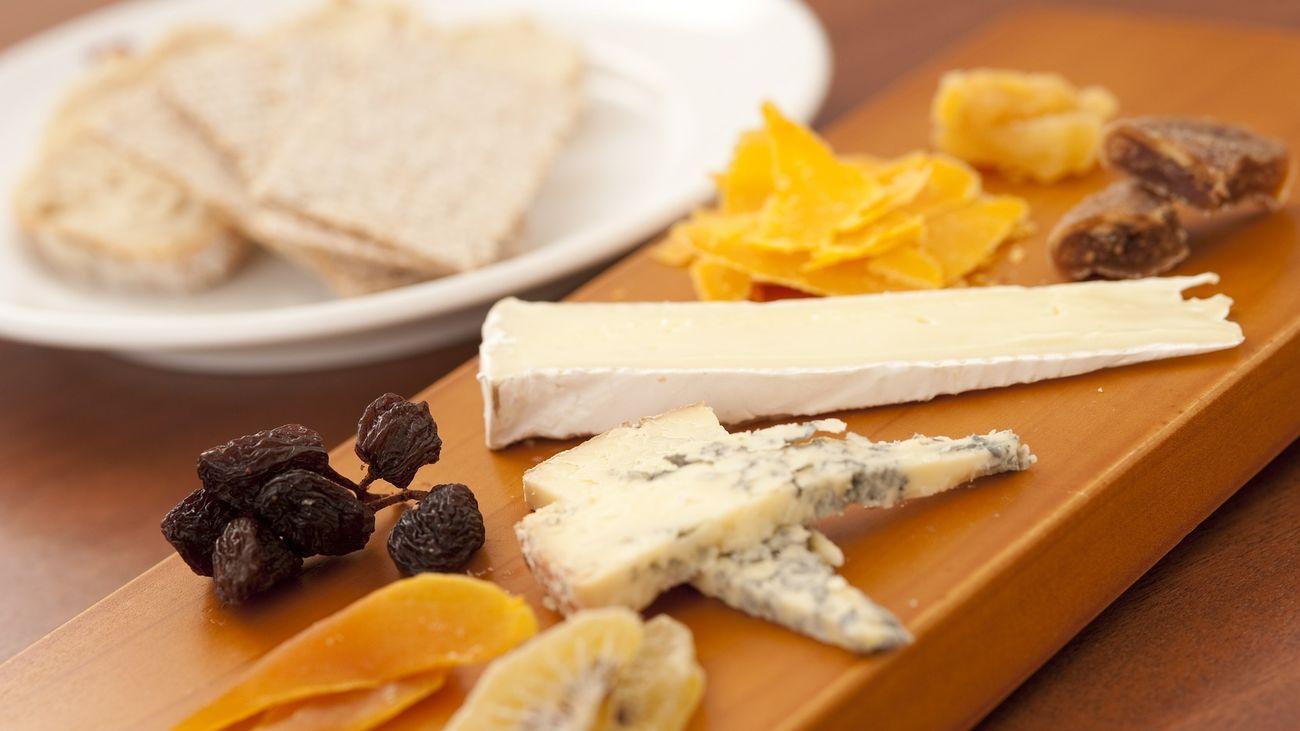 Cómo preparar una tabla de quesos original