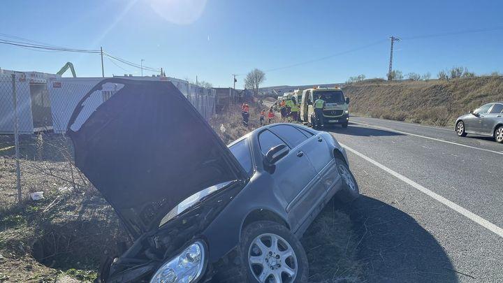 Un conductor de 81 años se sale de la carretera y provoca un accidente en Loeches