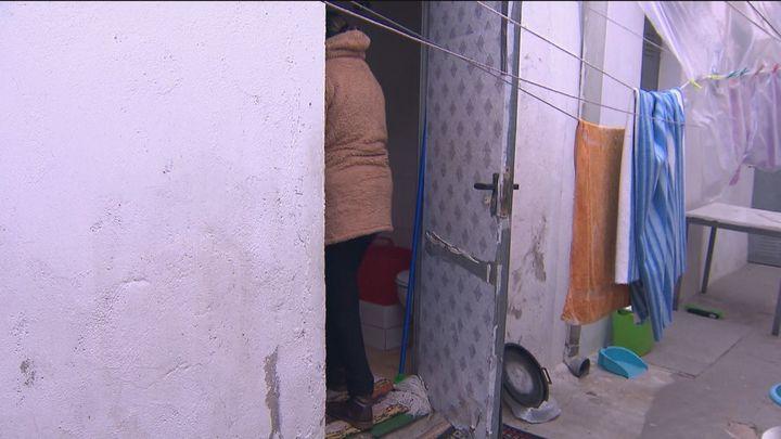 Once familias de Vallecas abandonan sus infraviviendas gracias  a una foto de Robert Capa