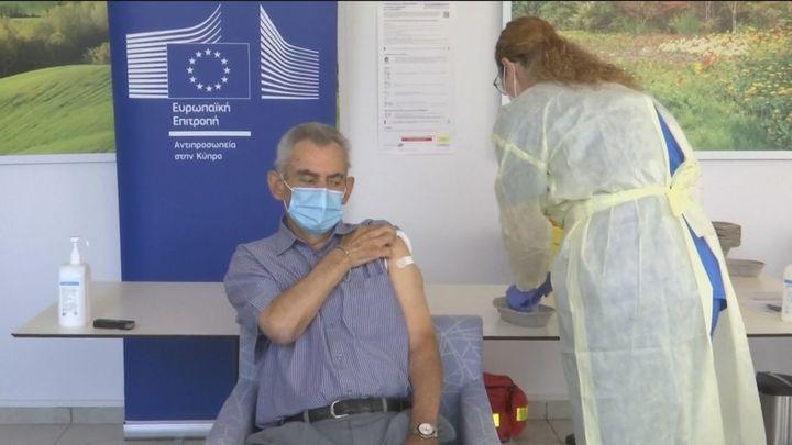 La vacuna lleva esperanza a Europa antes de las fiestas de fin de año