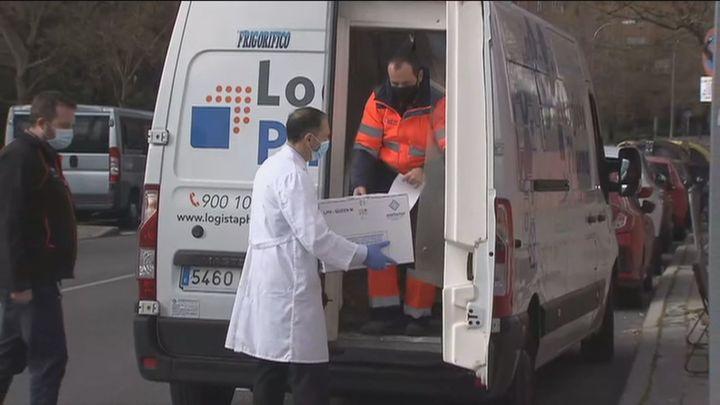 Madrid ya dispone de las 48.700 dosis  con las que reanuda la vacunación en 37 residencias