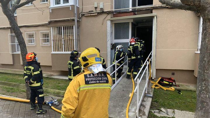 Detenido un joven como presunto responsable del incendio de un edificio en Moratalaz