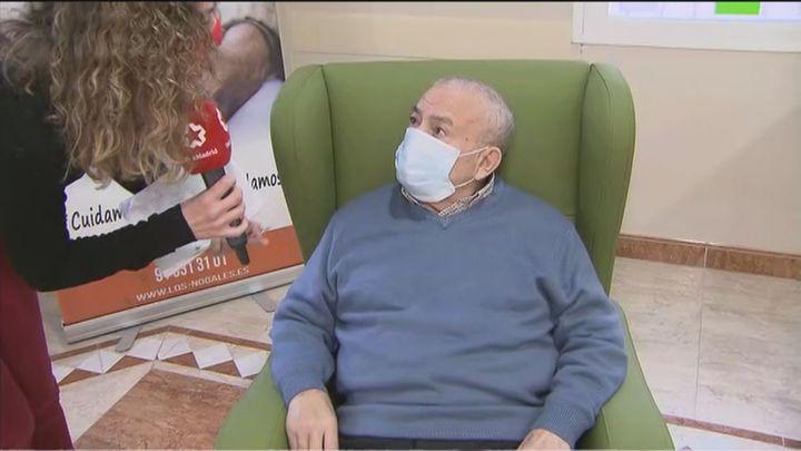 Los mayores de 37 residencias madrileñas reciben este miércoles la vacuna de Pfizer