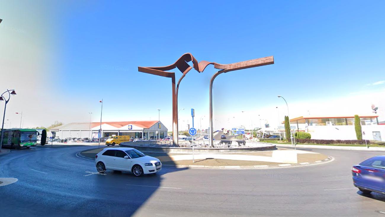 Imagen de la fuente ornamental en la avenida de Ronda, en Parla