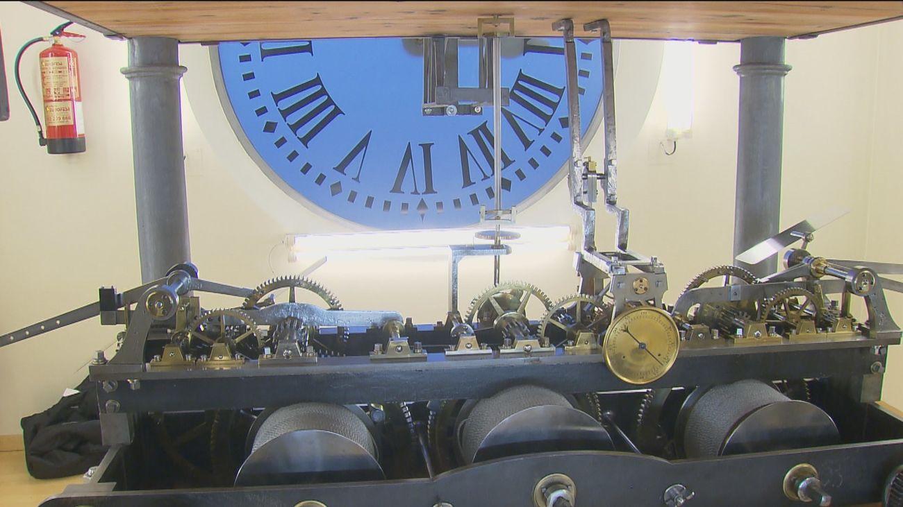 Todo a punto en el Reloj de Sol para dar las doce campanadas