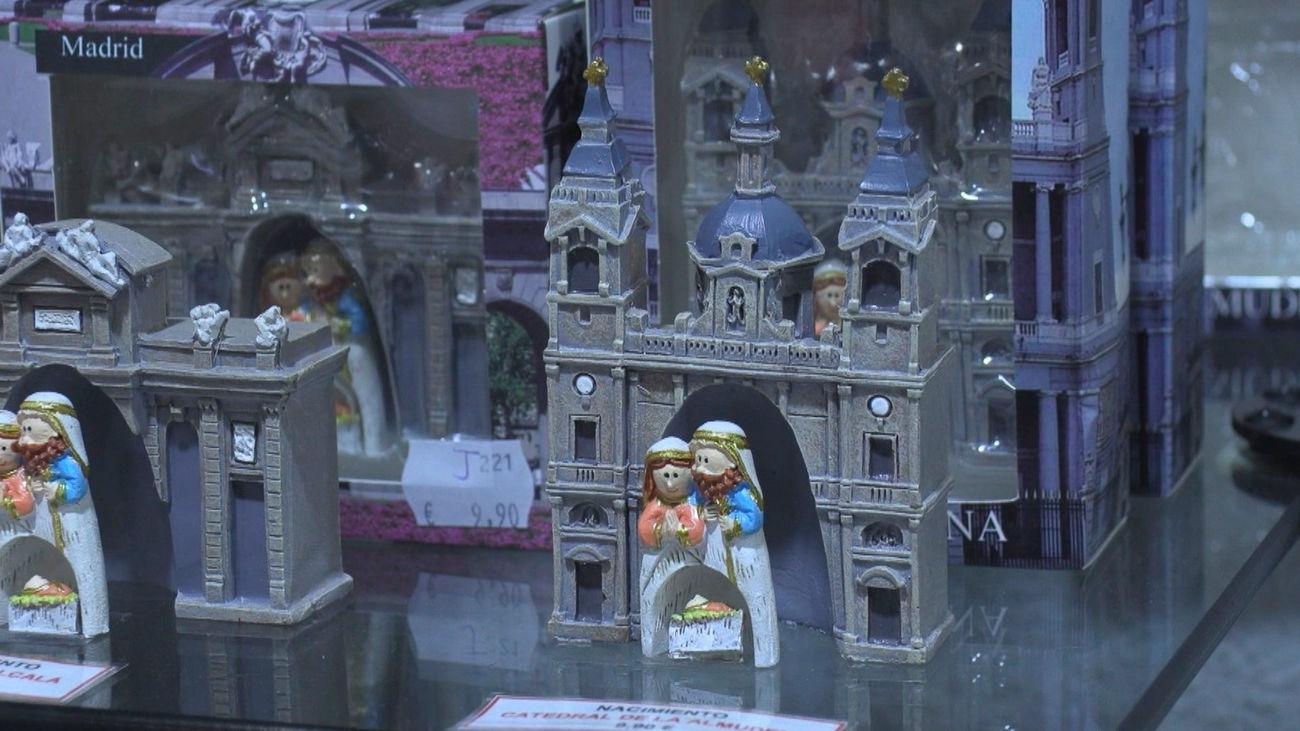 Las tiendas de souvenirs, desesperadas por falta de  turismo esta Navidad