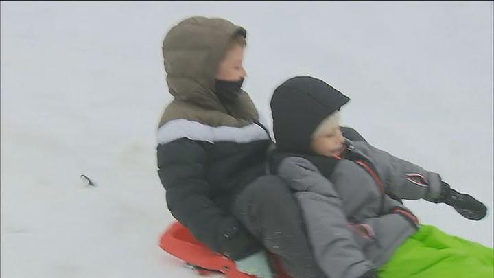 Los madrileños eligen la nieve para disfrutar del primer día del año