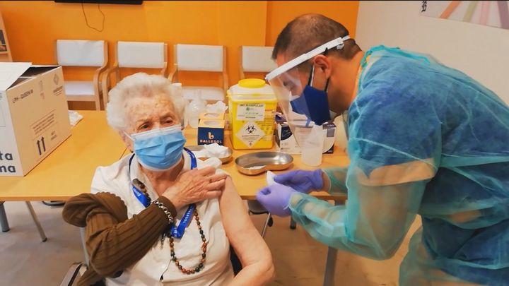 Más de 3.000 personas se vacunan contra el Covid en Madrid durante  la primera semana