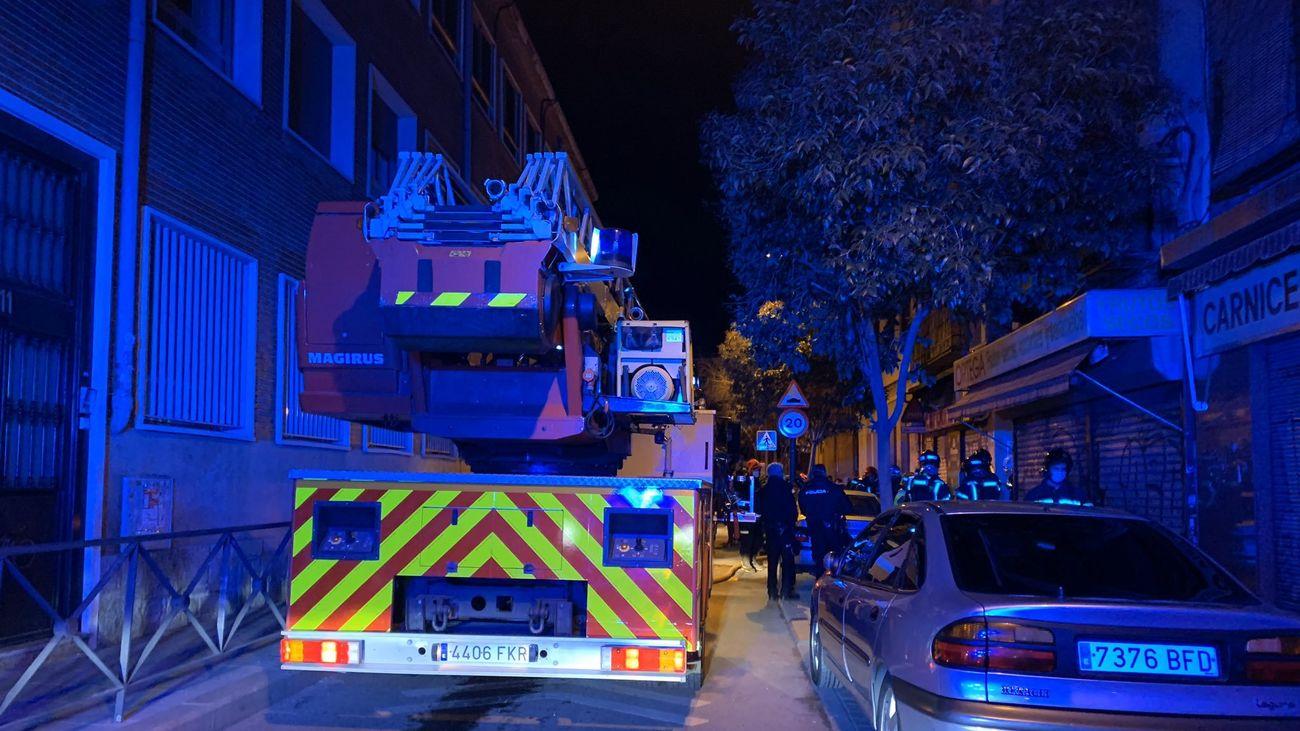 Rescatan a tres personas de un incendio en una vivienda de San Diego