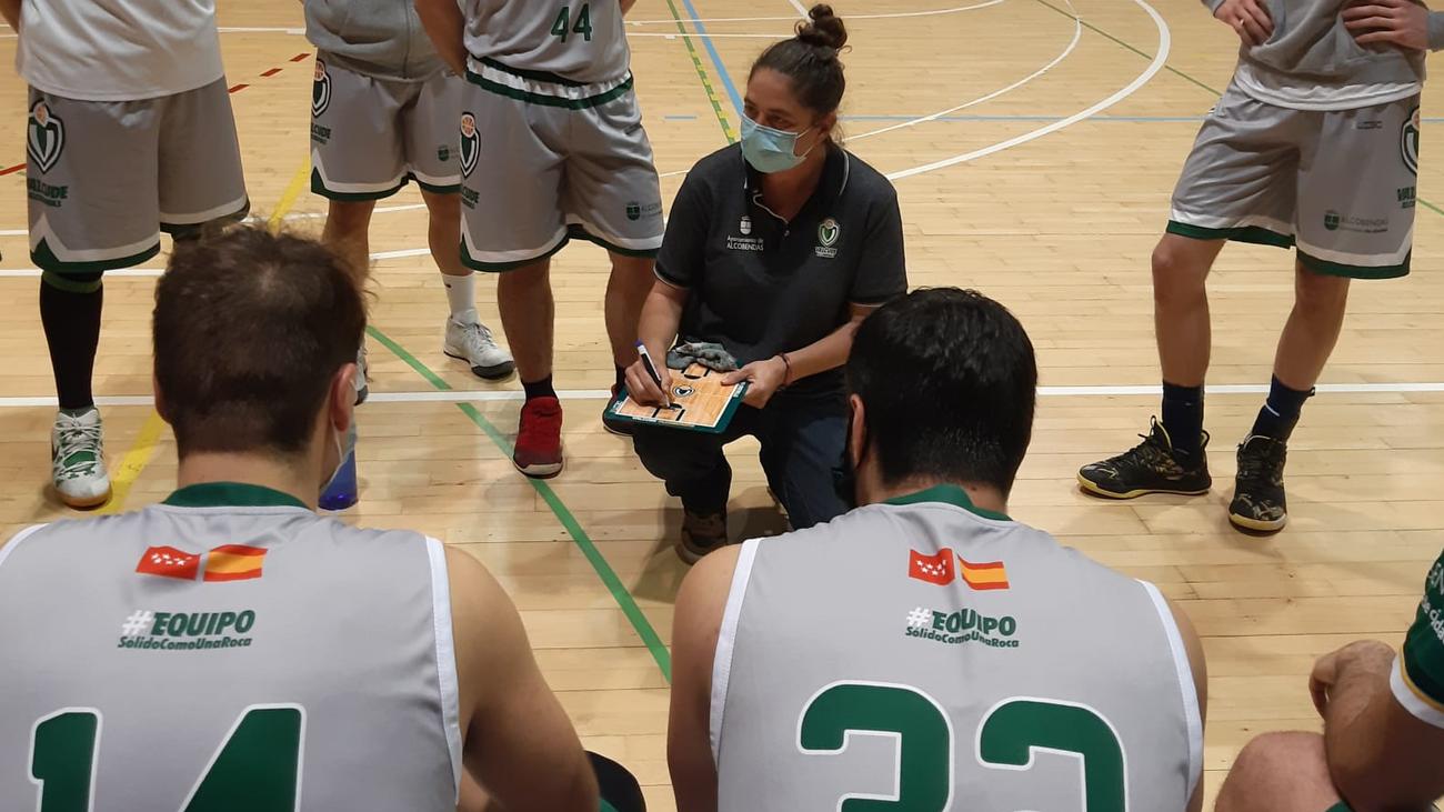 Sara Castrillo, entrenadora en el baloncesto madrileño