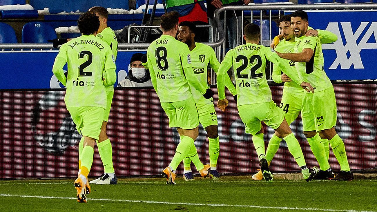 El Atleti, un líder sólido en Mendizorroza tras el gol postrero de Suárez ante el Alavés