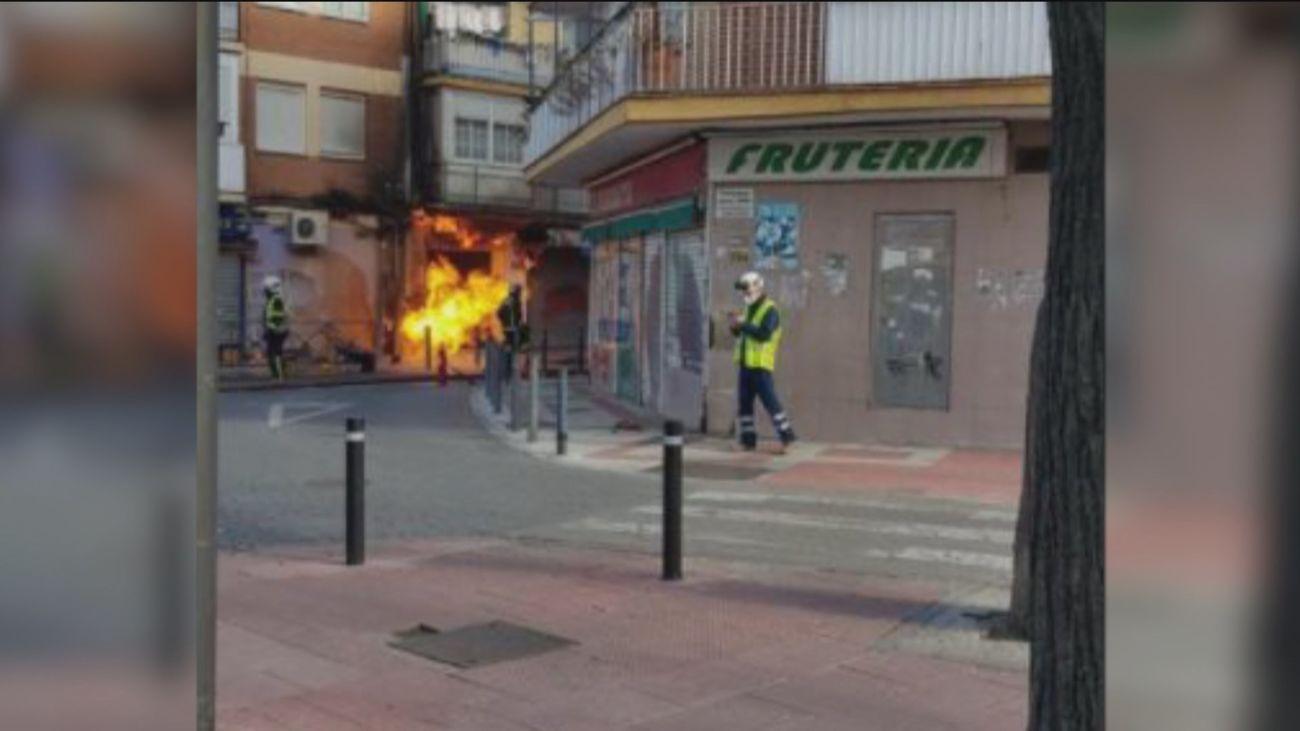 Dos bomberos heridos leves por la llamarada de un escape de gas en Getafe