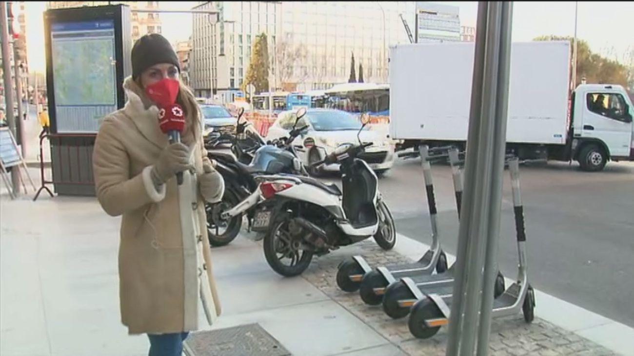 Los controladores del SER podrán multar a  motos, bicicletas y patinetes mal aparcadas desde este lunes