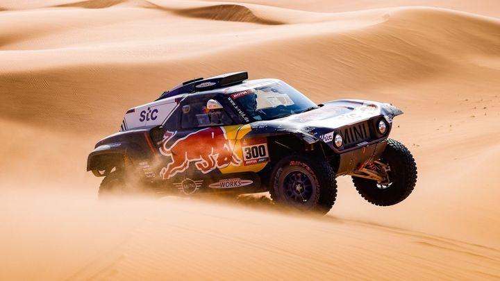 Carlos Sainz se pierde en el Dakar