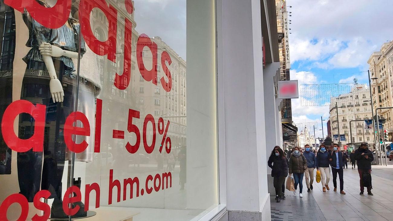 El 60% de los españoles gastará menos en estas rebajas