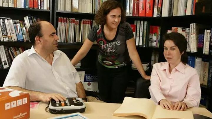 García Márquez, Hemingway o Mark Twain, entre los 66.000 librosen braille y formatos accesibles para personas ciegas