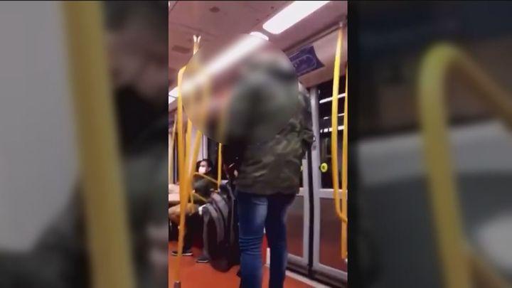 La víctima de insultos racistas en el  Metro de Madrid  denuncia los hechos tras la detención del autor