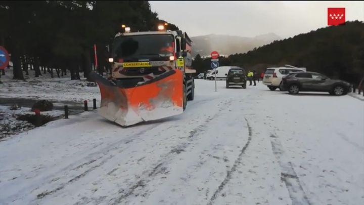 Prohibido el acceso de coches a la sierra de Madrid,cerrado Cotos y suspendidos los buses