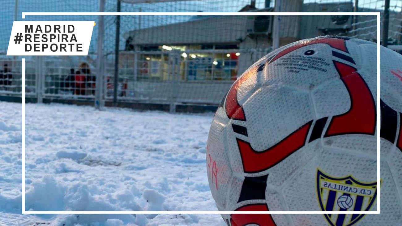 Balón en la nieve