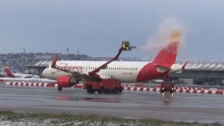 El aeropuerto de Barajas, preparado ante la amenaza de 'Filomena' que ya ha cancelado algunos vuelos
