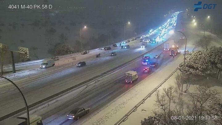El temporal de nieve provoca cortes en varias carreteras madrileñas