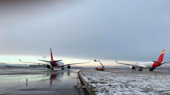Barajas suspende todos sus vuelos durante este sábado por la gran nevada en Madrid
