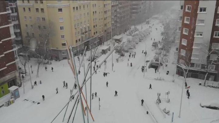 Espectaculares imágenes aéreas de la nevada en Chamberí