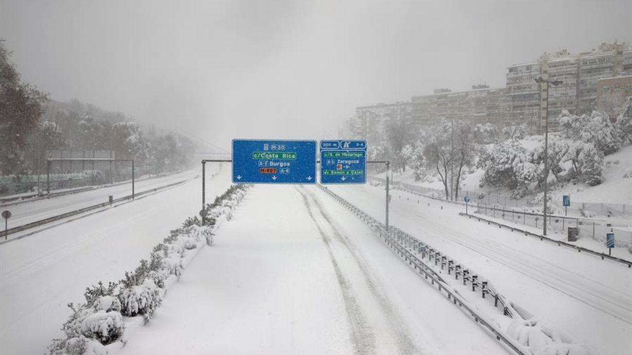 Coches abandonados durante la nevada de Filomena en Madrid